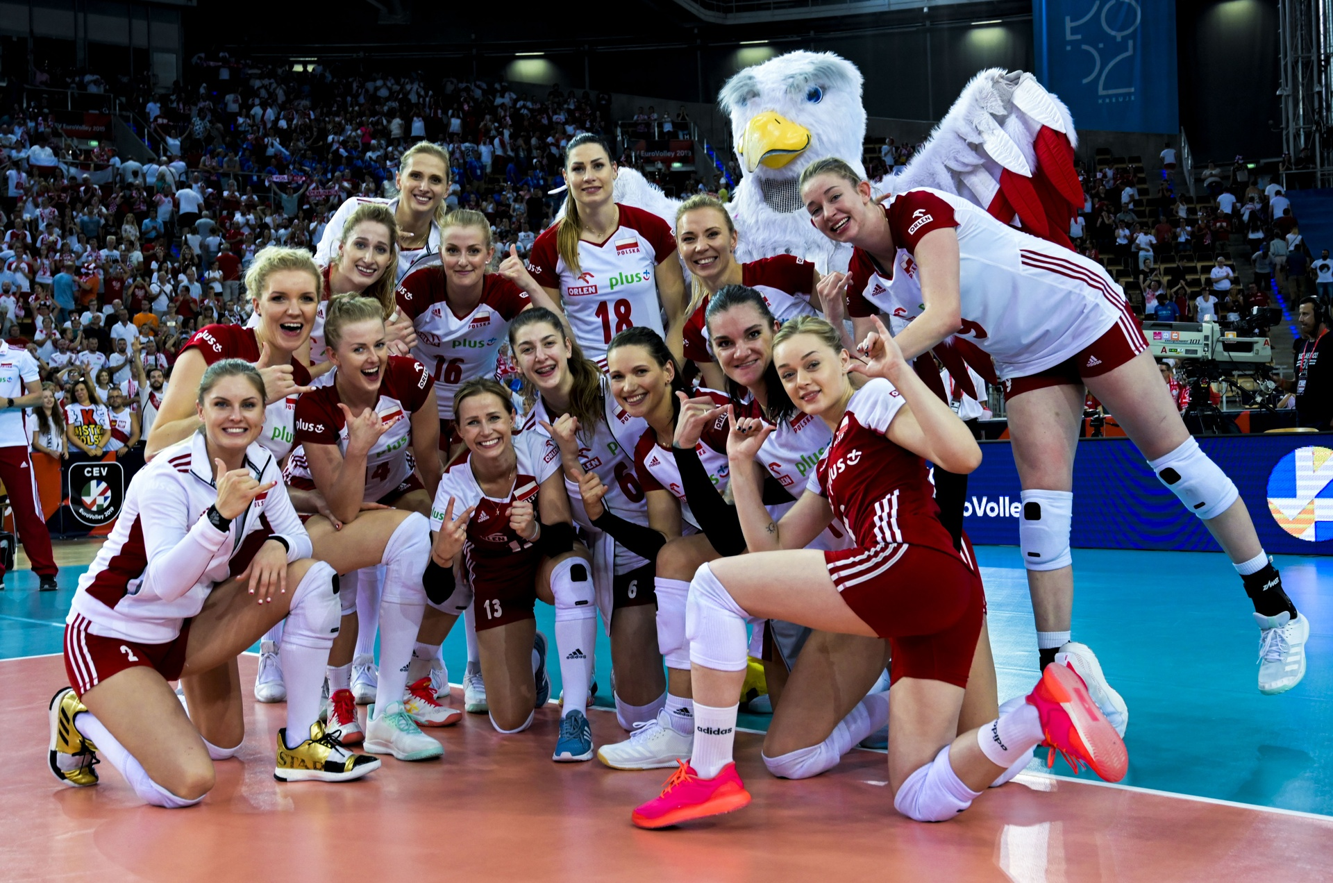 Pool play ends on high note at #EuroVolleyW, shapes up exciting 8th Finals